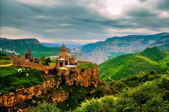 """Αρμενία - Η Μουσική Αστραμάξα του Κόσμου"""" στο Christmas Theater"""