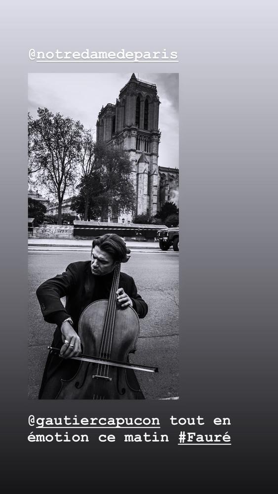 Ο Νίκος Αλιάγας κάνει εκπομπή και συγκλονίζει έξω από τη Notre Dame!