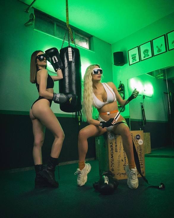 Αλεξάνδρα Παναγιώταρου και Ιωάννα Σιαμπάνη με «καυτά» μπικίνι στο γυμναστήριο (φωτο)
