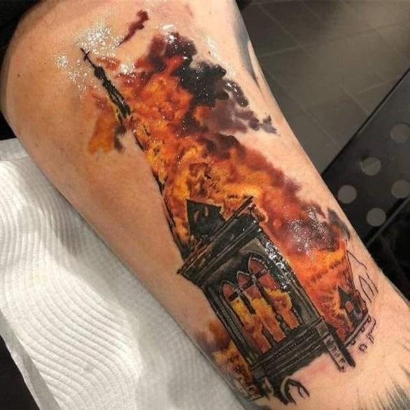 Έλληνας έκανε τατουάζ την καταστροφική πυρκαγιά στην Παναγία των Παρισίων (φωτο)