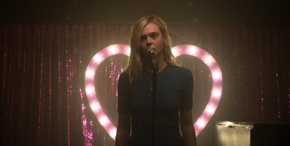 """Το φαντασμαγορικό """"Teen Spirit"""" έρχεται στις Πατρινές αίθουσες (pics+video)"""