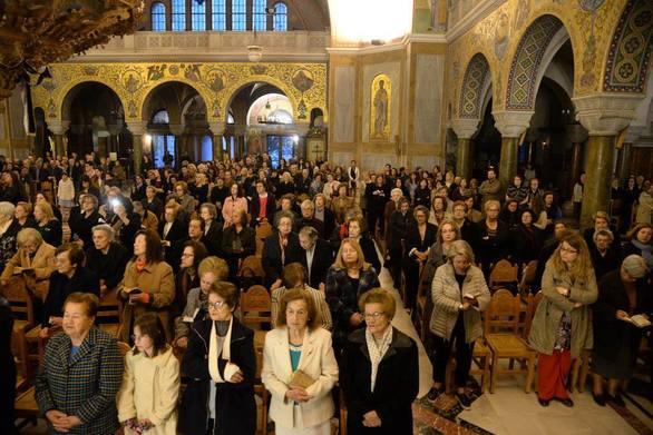 Πάτρα: Πλήθος πιστών στην Ακολουθία του Νυμφίου στην Ιερά Μητρόπολη (φωτο)
