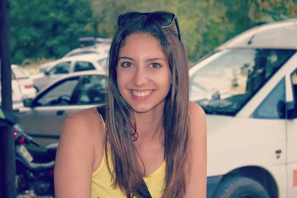 """Φρειδερίκη Ντέκα - Η φοιτήτρια της ιατρικής στην Πάτρα που """"καρφώνει"""" με το χαμόγελό της! (pics)"""