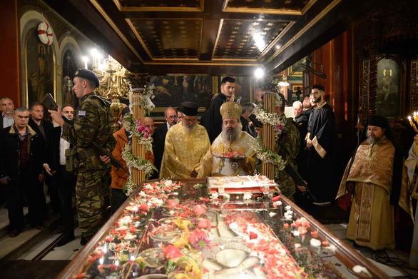 Πάτρα: Εικόνες από τις περιφορές Επιταφίων σε Άγιο Ανδρέα και Ευαγγελίστρια