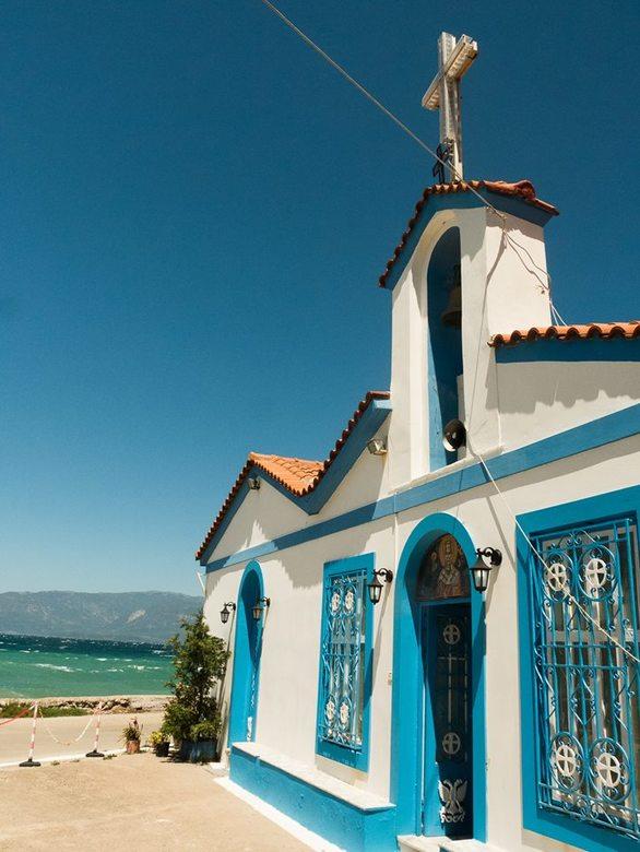 Το σκηνικό στην παραλία του Αιγίου που θυμίζει Αιγαιοπελαγίτικο νησί (φωτο)