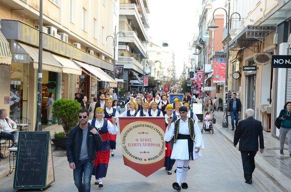 H Πάτρα γιόρτασε την Πρωτομαγιά με τραγούδι και χορό! (φωτο)