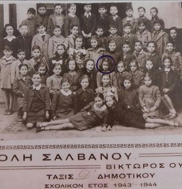 Η σπάνια φωτογραφία της Αλίκης Βουγιουκλάκη ως μαθήτρια