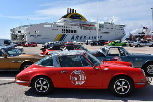"To νέο λιμάνι της Πάτρας γέμισε από ""κούκλες"" αντίκες με στυλ και χαρακτήρα!"