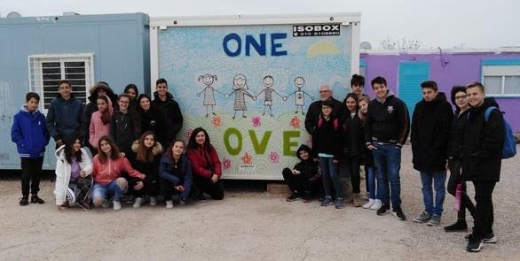 Πάτρα: Επίσκεψη του 13ου Γυμνασίου στην δομή φιλοξενίας προσφύγων Ελαιώνα Αττικής (φωτο)