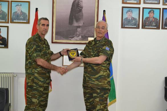 Επίσκεψη Αρχηγού ΓΕΣ στη 32 ΤΑΞΠΝ (φωτο)