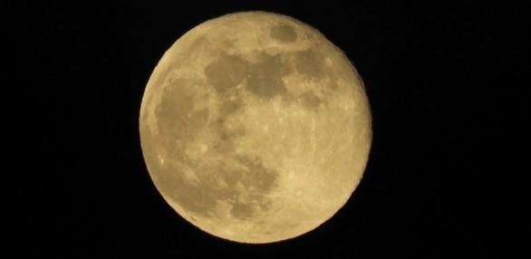 "To φως που ""έσπασε"" τους... τοίχους στην Πάτρα ήταν η σελήνη του μαγιού! (pics)"