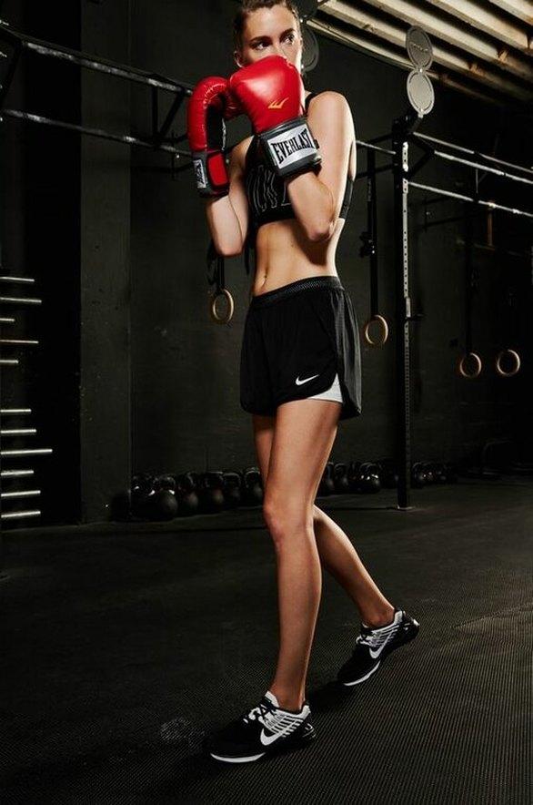 Μαθαίνεις αυτοάμυνα: Το kickboxing δεν είναι καλό μόνο για το μυαλό και το σώμα σου, έχει επίσης μία πολύ πρακτική χρήση ως μέσο αυτοάμυνας. Σύμφωνα με έναν ειδικό το kickboxing χρησιμοποιεί χτυπήματα που μπορούν να μεταφερθούν σε πρακτικές αμυντικές εφαρμογές.