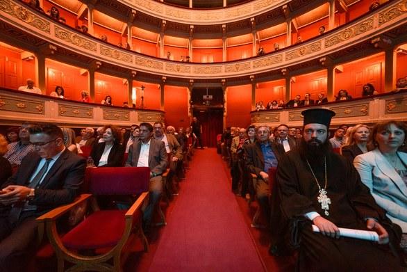 Γέμισε το Δημοτικό Θέατρο της Πάτρας στο κονσέρτο για την Ρουμανική Προεδρία στην Ε.Ε. (φωτο)