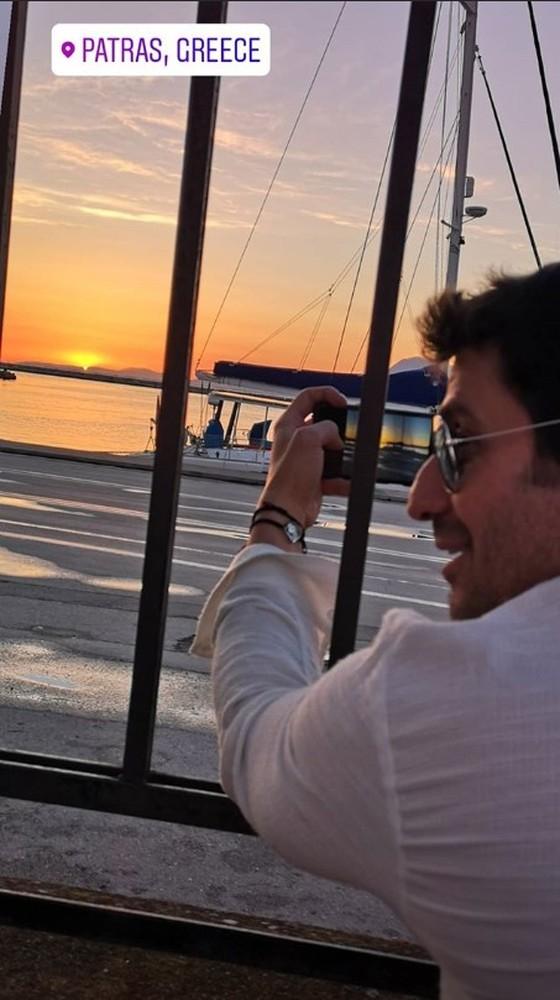 Ο Αλέξης Γεωργούλης απόλαυσε... μετ' εμποδίων το ηλιοβασίλεμα της Πάτρας (φωτο)