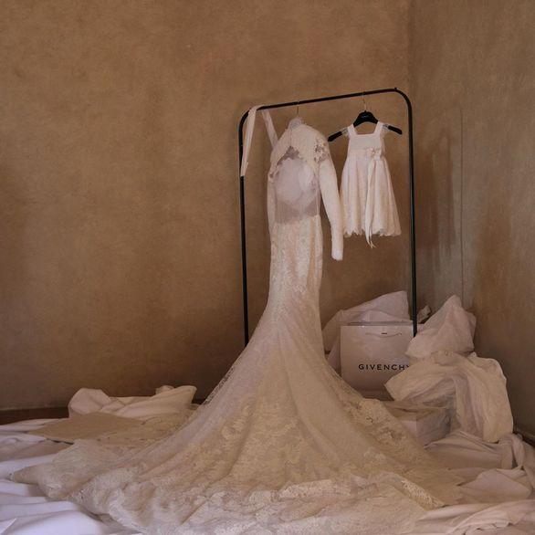Kim Kardashian: Μοιράζεται αδημοσίευτες φωτογραφίες από τον παραμυθένιο γάμο της στην Ιταλία!