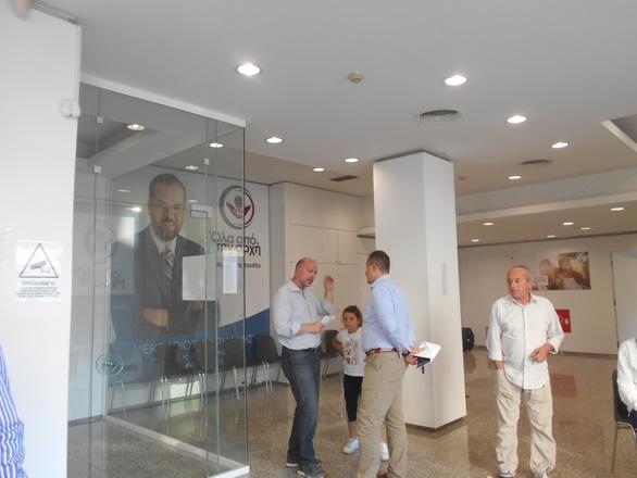 Βόλτα από τα εκλογικά κέντρα της Πάτρας, μια ανάσα πριν από την κάλπη (φωτο)