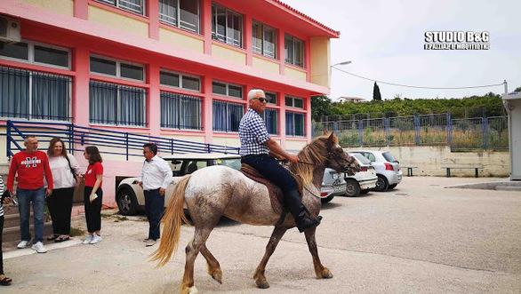 Ναύπλιο: Στην κάλπη με τα άλογα (pics+video)