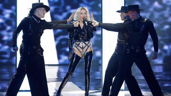 Η Τάμτα στις top 5 πιο κακοντυμένες της Eurovision (pics+video)