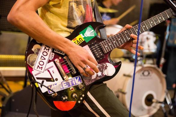 Η Πάτρα δεν θα έχει παρουσία φέτος στην κεντρική σκηνή του Schoolwave Festival! (pics+video)