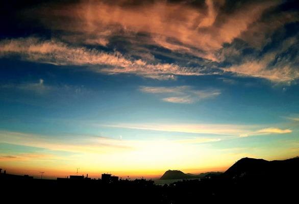Cirrus clouds στον ουρανό της Πάτρας κάθε δειλινό (φωτο)