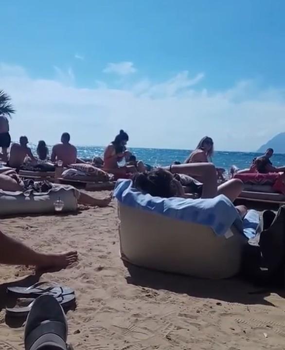 Τα μπάνια ξεκίνησαν και οι Πατρινοί πήγαν παραλία για βουτιές (pics)