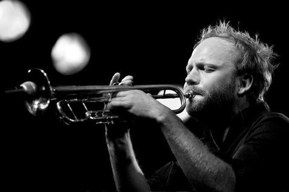 Πάτρα: O διάσημος Νορβηγός τρομπετίστας Mathias Eick στο Jazz+Πράξεις 2019 (video)