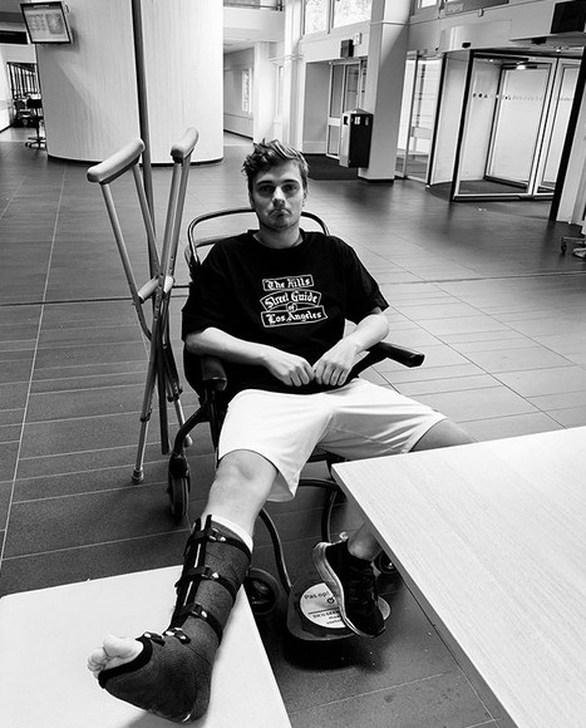 Σε αναπηρικό αμαξίδιο ο Martin Garrix (φωτο)