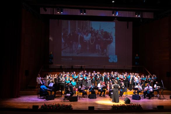 Πάτρα - Κατάμεστο το Συνεδριακό για τα «35 Χρόνια Χορωδία Πανεπιστημίου Πατρών»! (φωτο)
