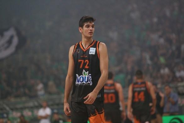 O Λευτέρης Μαντζούκας, σε ηλικία 15 χρονών 11 μηνών και 6 ημερών, έγινε ο νεότερος παίκτης που ξεκίνησε στην αρχική πεντάδα, αγωνίστηκε και σκόραρε σε Τελικό του Ελληνικού Πρωταθλήματος και ήταν, μάλιστα, ο παίκτης του Προμηθέα με τον μεγαλύτερο χρόνο συμμετοχής (29΄32).