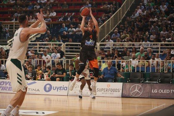 O 17χρονος Χρήστος Καφέζας έγινε ο πρώτος παίκτης που έχει γεννηθεί στην Πάτρα κι αγωνίστηκε, σκοράροντας, μάλιστα, και 4 πόντους με τον Προμηθέασ' έναν Τελικό της Basket League.
