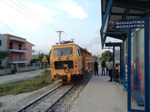 Πάτρα: Ξεκίνησαν οι εργασίες αποκατάστασης της γραμμής του Προαστιακού (φωτο)