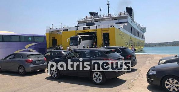 """""""Βούλιαξε"""" το λιμάνι της Κυλλήνης από τους εκδρομείς του τριημέρου"""