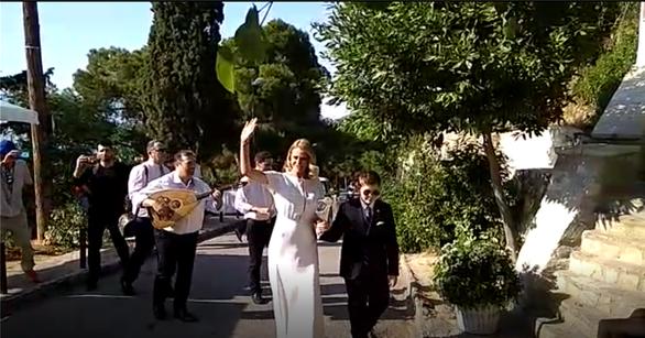 Πανέμορφη νύφη η Τζένη Μπαλατσινού (φωτο)