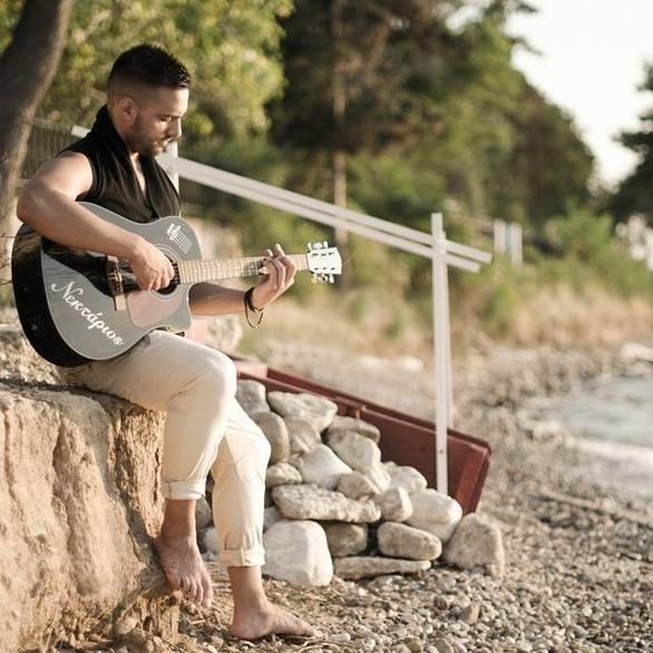 5+2 ερωτήσεις στον Πατρινό λαϊκό τραγουδιστή, Νεκτάριο Γιαννακόπουλο!