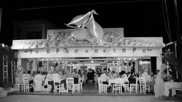 Το Κρασοπότηρο - Ένα «φωτεινό» εστιατόριο, δίπλα στη θάλασσα! (φωτο)