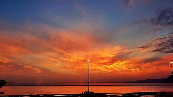 Υπέροχο - Ηλιοβασίλεμα μετά την καταιγίδα στην Πάτρα (pics)
