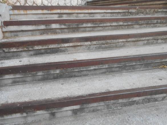 """Πάτρα: Στις σκάλες της Τριών Ναυάρχων """"σκοτώνεσαι"""" άνετα (pics)"""