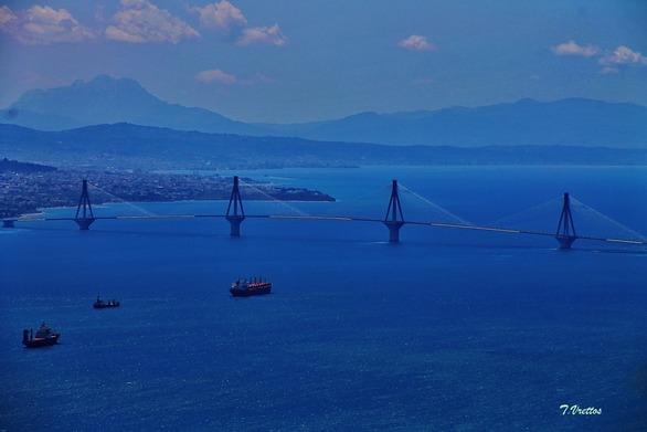 Η Γέφυρα Ρίου - Αντιρρίου, με φόντο το... απόλυτο μπλε!