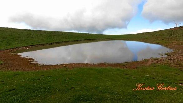 Η άγνωστη λιμνούλα του Παναχαϊκού - Προσφέρει απίστευτη θέα στον Πατραϊκό (pics+video)