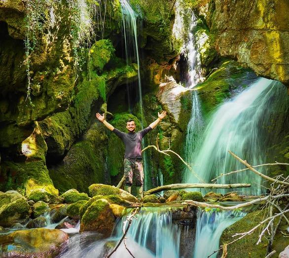 Στο εσωτερικό του σπηλαίου του Ταξιάρχη στην Άνω Βλασία Καλαβρύτων (video)