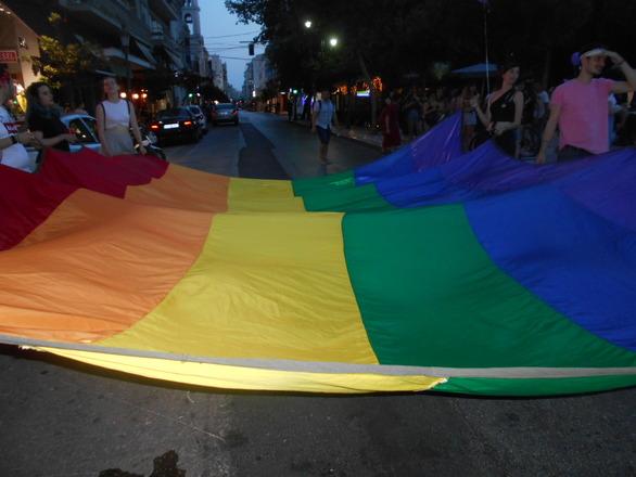 Το 4o Pride Patras ήταν χαρούμενο, γιορτινό, ανατρεπτικό και πολύχρωμο (pics+video)