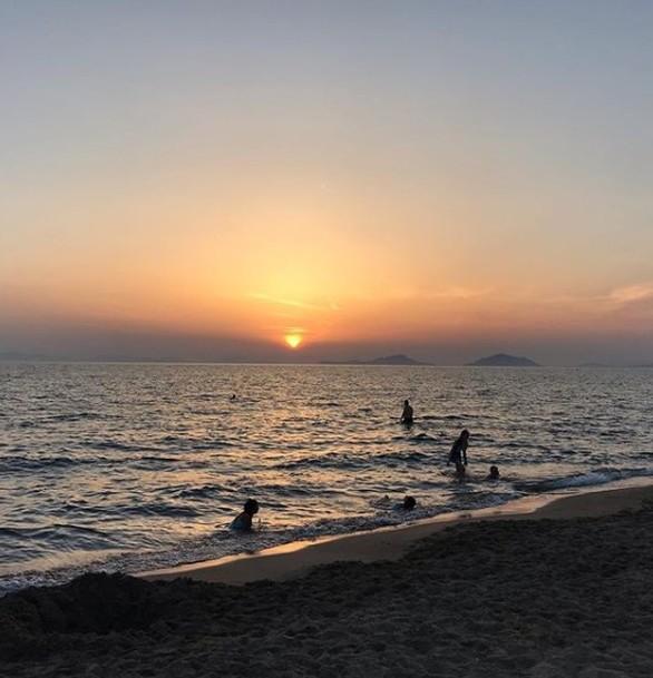 """Ο υδράργυρος ανέβηκε και οι Πατρινοί """"έτρεξαν"""" στις παραλίες (φωτο)"""