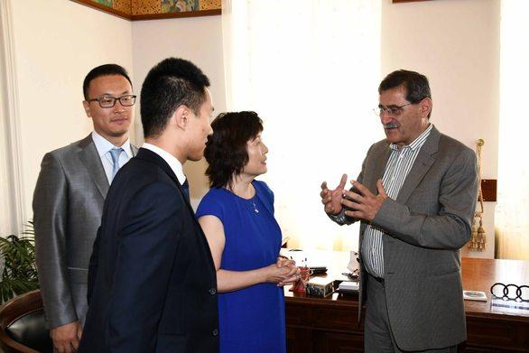 Πάτρα: Συνάντηση Κώστα Πελετίδη με την πρέσβη της Κίνας (φωτο)