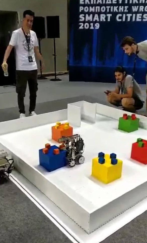 Πρώτη θέση στον Εθνικό Τελικό της Ολυμπιάδας Εκπαιδευτικής Ρομποτικής για ομάδα του Πανεπιστημίου Πελοποννήσου