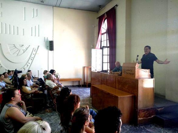 Πάτρα: O Δήμαρχος συναντήθηκε με τους οχταμηνίτες εργαζόμενους (φωτο)