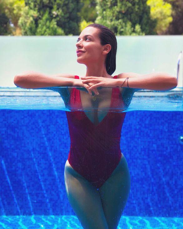 Νικολέττα Ράλλη: Με το κατακόκκινο μαγιό της «τρέλανε» το Instagram (φωτο)
