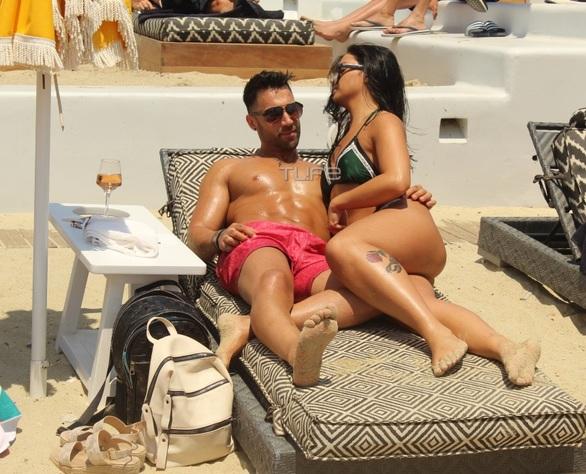 Ρένια Τσακίρη - Παύλος Τερζόπουλος: Αγκαλιές και φιλιά σε παραλία της Μυκόνου (φωτο)