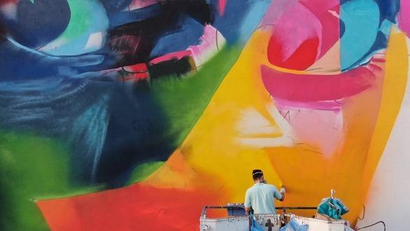 Το πιο φωτεινό και πολύχρωμο mural της Πάτρας είναι από τον Έλληνα Gera 1 (pics)