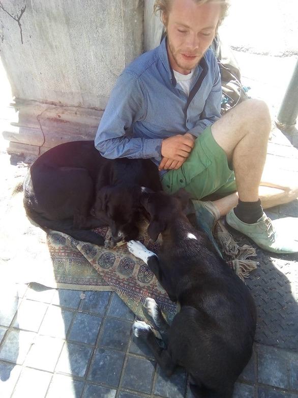 Πάτρα: Ο νεαρός τουρίστας με το χαμόγελο που σε κερδίζει