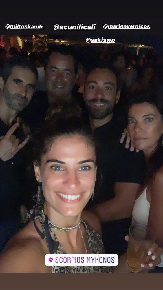 Χριστίνα Μπόμπα - Σάκης Τανιμανίδης: Διακοπές με τους κουμπάρους τους στην Μύκονο! (φωτο)